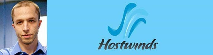 Le portrait de Peter Holden et le logo Hostwinds